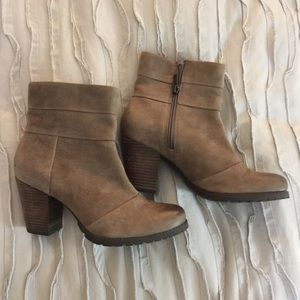 NWOT Clark's Suede Boots Size 7